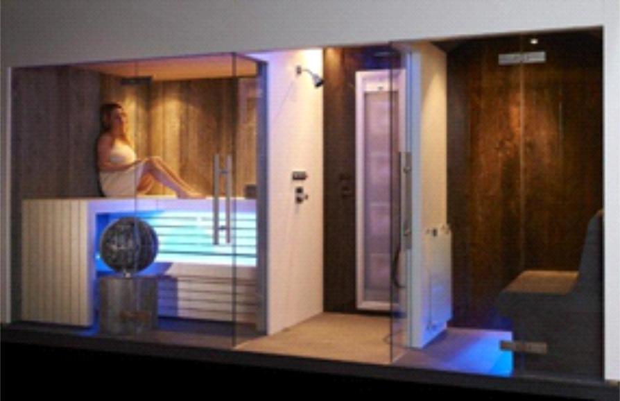 le mur bien tre qui allie sauna hammam et douche dans un concept contemporain et pur. Black Bedroom Furniture Sets. Home Design Ideas