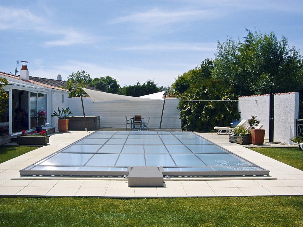 les solutions de couverture de piscine abrisud. Black Bedroom Furniture Sets. Home Design Ideas